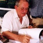 MLH firmando libros